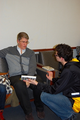 Assistant Director of Student Services, Jan Warren (l) discusses Between the World and Me with Devyn Stewart (r).